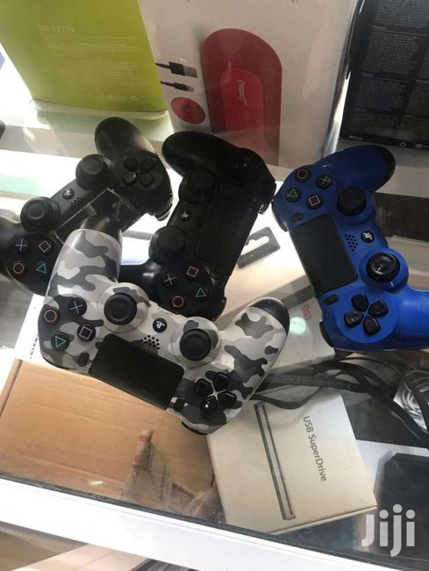 Only U.K Used Once Of Ps4 Controllers,No Sctraches