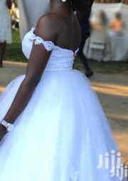 White Ball Wedding Gown Need Urgent Cash | Wedding Wear for sale in Greater Accra, Kwashieman
