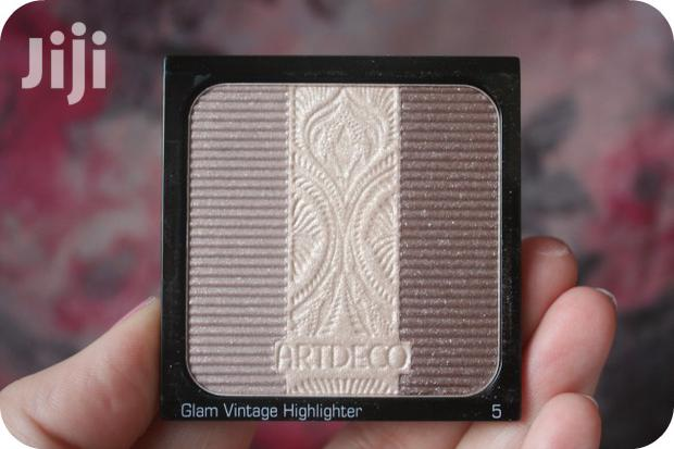 Archive: Makeup Highlighter