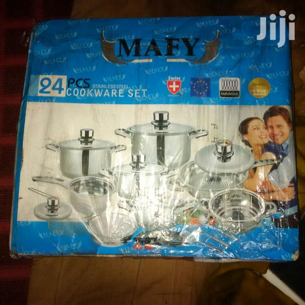 New In Box 24 Piece Set Of Cooking Pots And Pans
