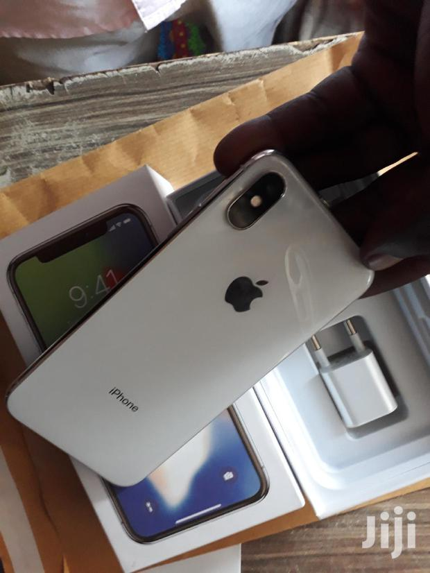 Archive: New Apple iPhone X 64 GB White
