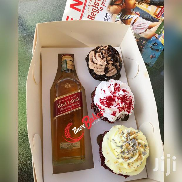 Three Cup Cakes And One Alcoholic Drink