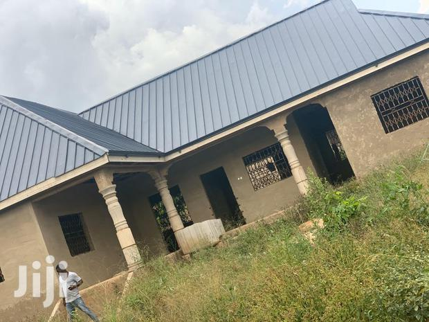 Archive: 3 Bedrooms Apartment for Sale at Sunyani Tanoso Close to Kumasi Road.