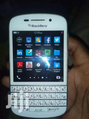 Blackberry Q10 Going For Cool Price